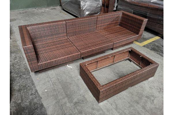 #G 731: Sofa bestehend aus Mittel- und Eckelement Tunis mit Tisch Provence