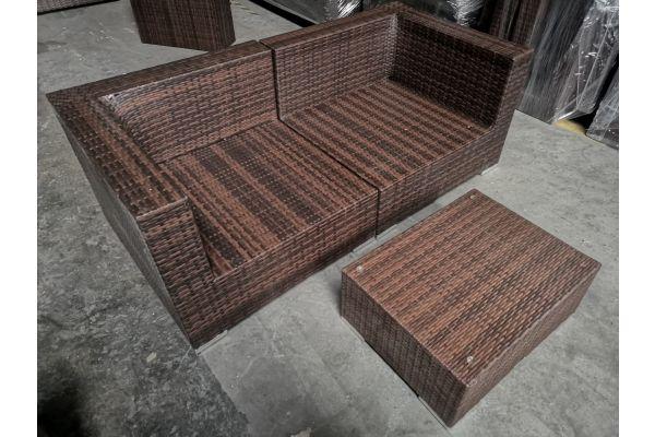 #G 735: Sofa aus 2 Eckelementen und Tisch 3-1-1