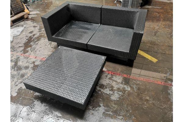 #G 767: Sofa bestehend aus Eckelementen Tunis mit Tisch schwarz