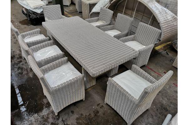 #G 814: Tisch Candela XL + 8x Stuhl Fontana
