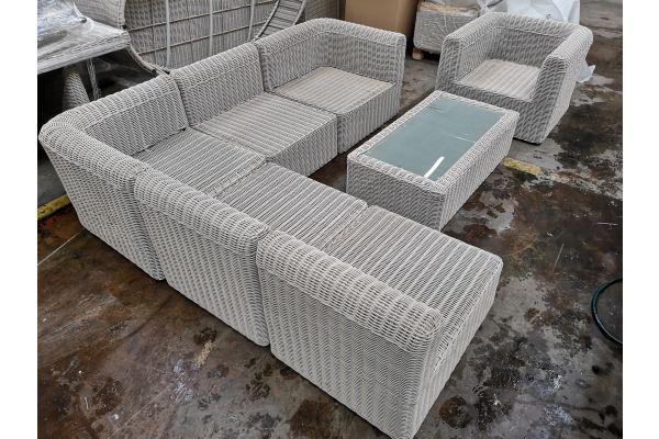 #G 815: Tisch Madeira + 3x Mittelelement, 2x Eckelement, 1x Sessel Marbella-perlweiß