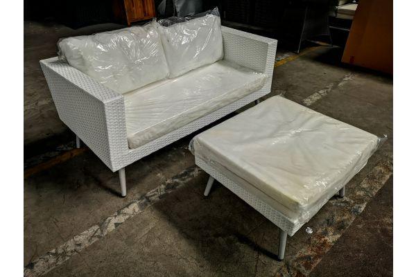 #HBM 985: 2er Sofa + Fußhocker Molde-perlweiß