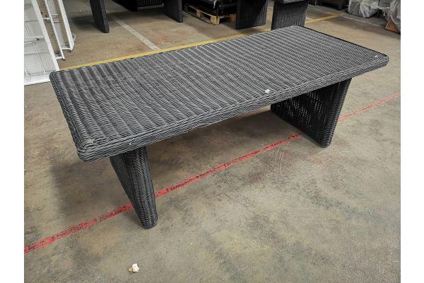 #G 1123: Tisch Sandnes 220-schwarz