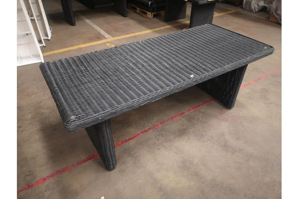#G1125: Tisch Fontana 200 5mm schwarz