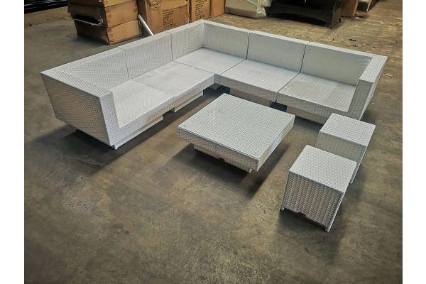 #G 1138: 3x Eckelement + 2x Mittelelement + Tisch Tunis + 2x Hocker Sorano