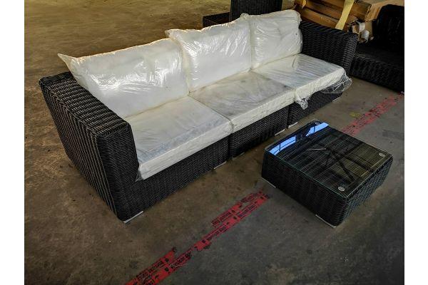 #HBM 1323: Sofa bestehend aus 2 Seiten- und 1 Mittelelement mit Tisch Ariano 5mm