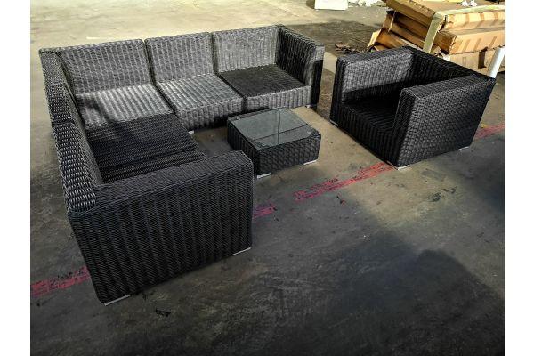 #G 1324: Eckgarnitur bestehend aus 2 Eck-/2 Mittel- und 1 Seitenelement mit Sessel und Tisch Ariano 5mm