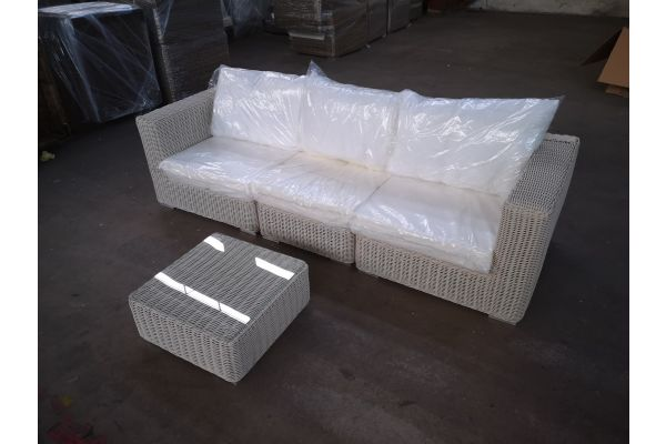 #HBM 1357: Sofa bestehend aus 2 Seiten- und 1 Mittelelement mit Tisch Ariano 5mm-perlweiß